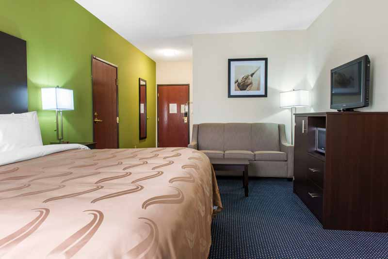 https://qualityinnanderson.com/wp-content/uploads/2017/08/accessible-king-room-quality-inn-anderson-indiana.jpg