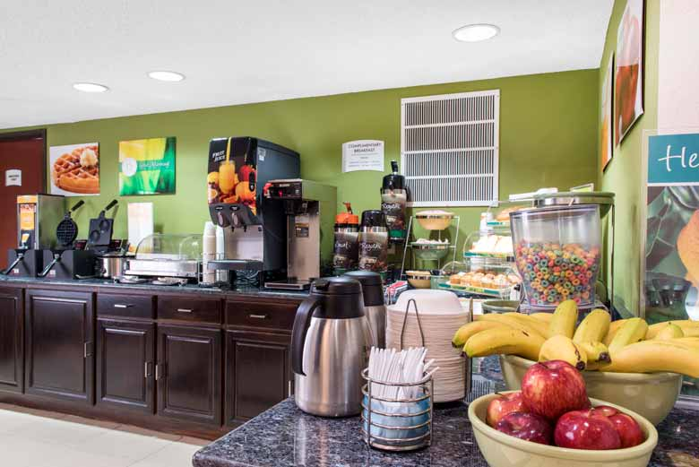 https://qualityinnanderson.com/wp-content/uploads/2017/08/breakfast-buffet-quality-inn-anderson-indiana.jpg