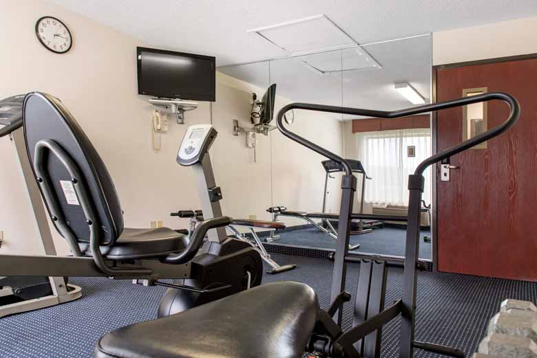 https://qualityinnanderson.com/wp-content/uploads/2017/08/fitness-center-and-exercise-room-quality-inn-anderson-indiana.jpg