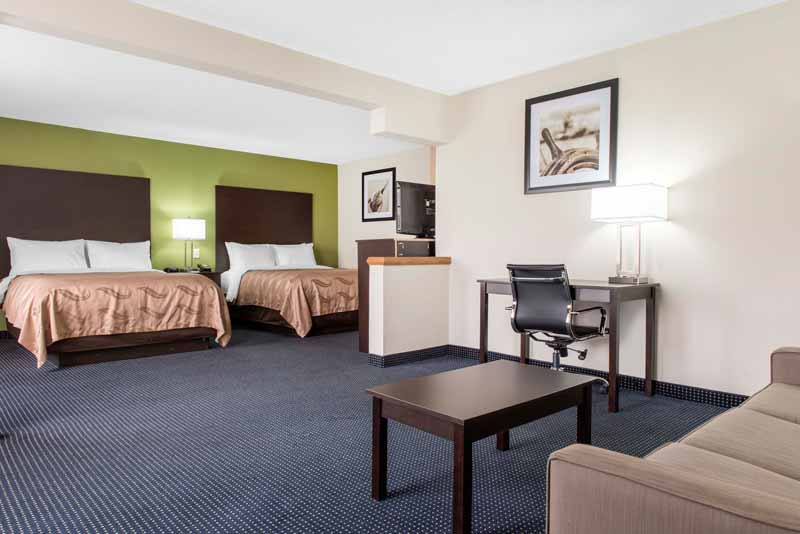 https://qualityinnanderson.com/wp-content/uploads/2017/08/queen-room-with-sofa-quality-inn-anderson-indiana.jpg