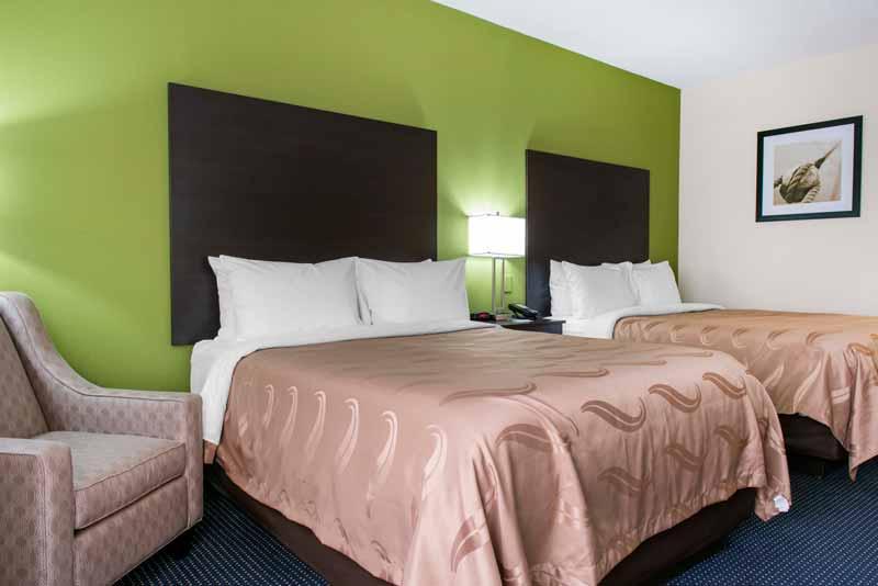 https://qualityinnanderson.com/wp-content/uploads/2017/08/standard-queen-room-quality-inn-anderson-indiana.jpg